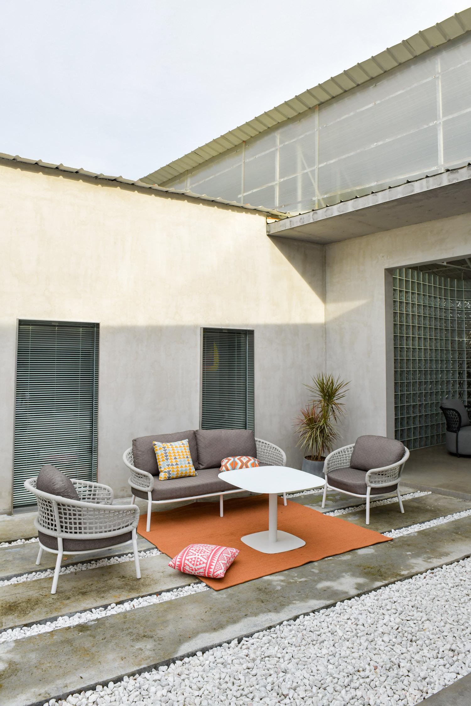 现代系列卡罗织带沙发白色